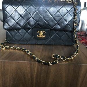 Authentic Vintage CHANEL Medium classic flap bag